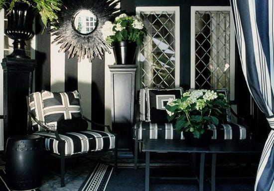 stylisches wohnzimmer mit schwarzem teppich und blumentopf schwarz-coole idee für terrasse gestaltung