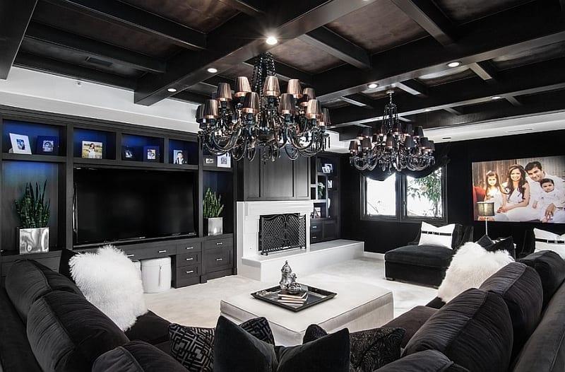 luxus wohnzimmer mit weißem teppich und wohnwand schwarz-schwarze decke mit sichtbarer konstruktion-ecksofa schwarz