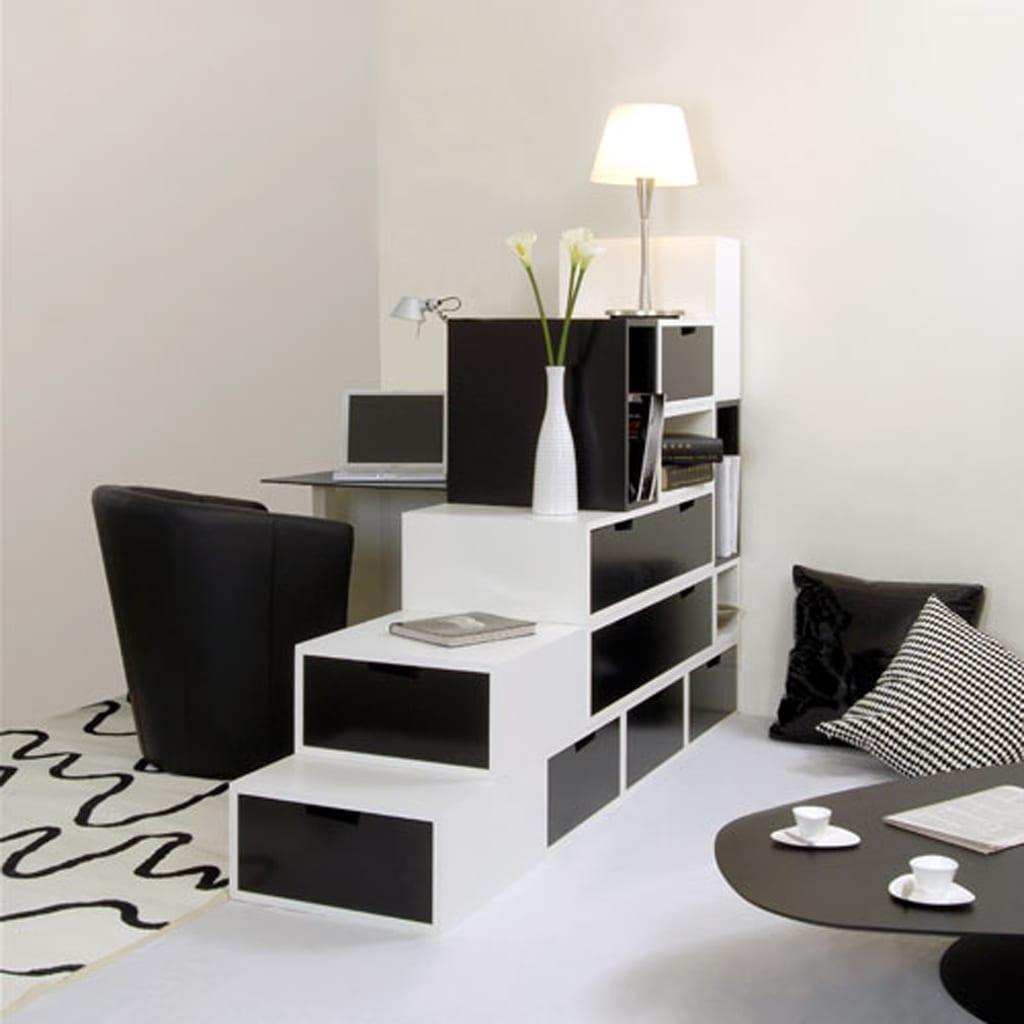 kleines wohnzimmer einrichten mit weißem regal als raumteiler