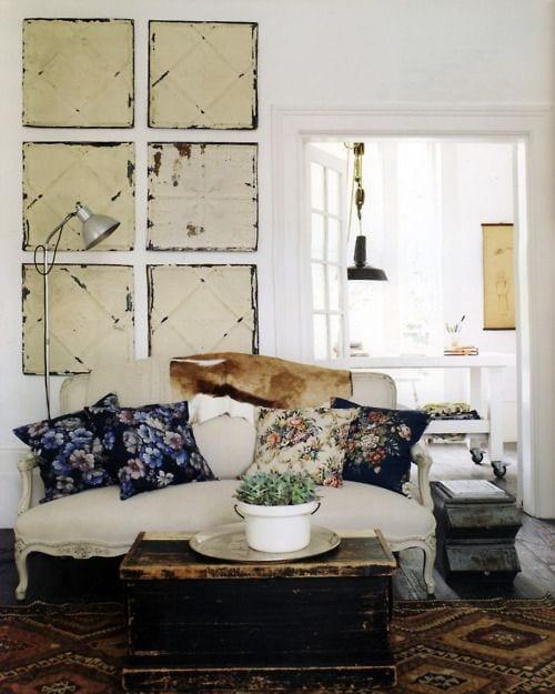wohnzimmer rustikal dekorieren mit barock sofa weiß und teppich rustikal