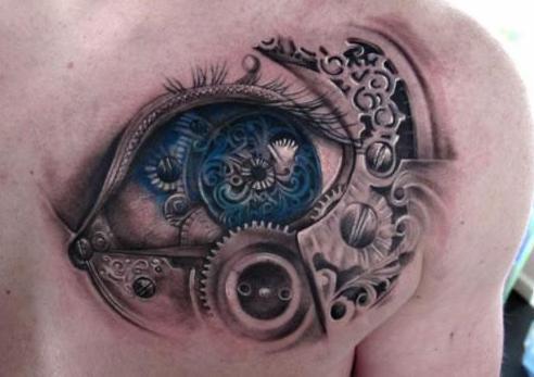 männer tattoo biomechanik mit auge und zahnrädern