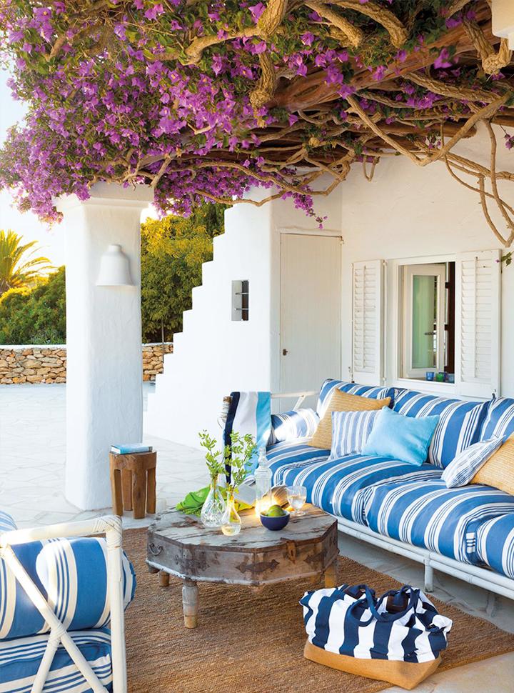 moderne terrasse in weiß und blau gestalten