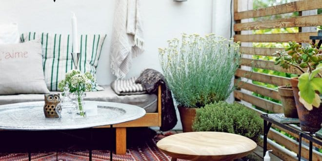 terrasse gestalten mit teppich rustikal und runde tischen. Black Bedroom Furniture Sets. Home Design Ideas