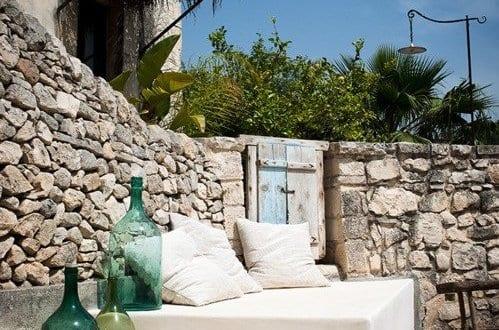 terrasse modern gestalten mit sitzecke wei und blauen. Black Bedroom Furniture Sets. Home Design Ideas
