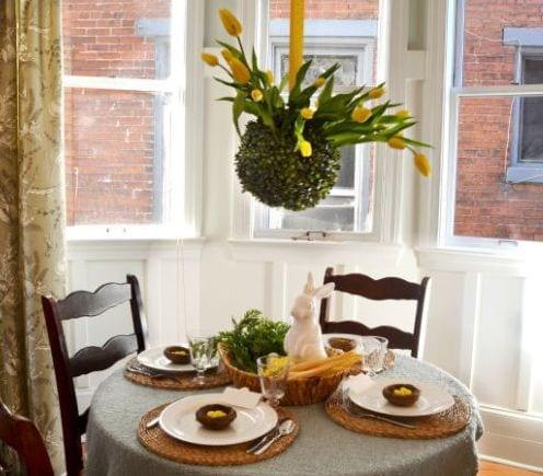 zimmergestaltung mit ausgehängte blumendeko aus gelben tulpen