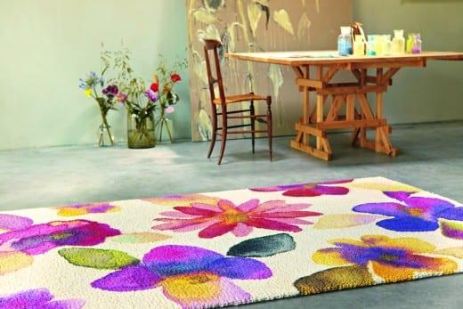 moderner teppich weiß mit blumenmotiv