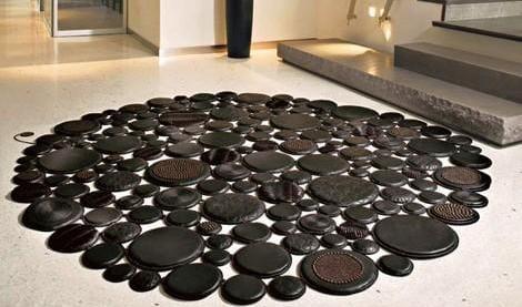 moderner rundteppich schwarz aus leder