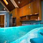 moderne bars aus glas blau und barhocker blau-think glass oberfläche