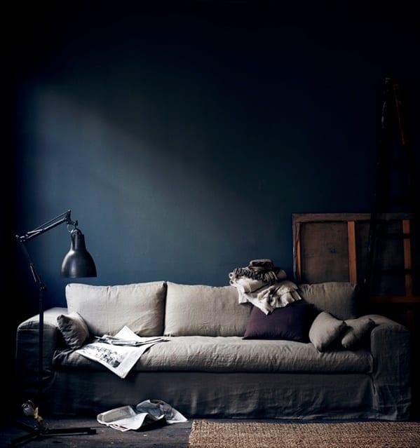 wohnzimmer farbgestaltung mit wandfarbe blau