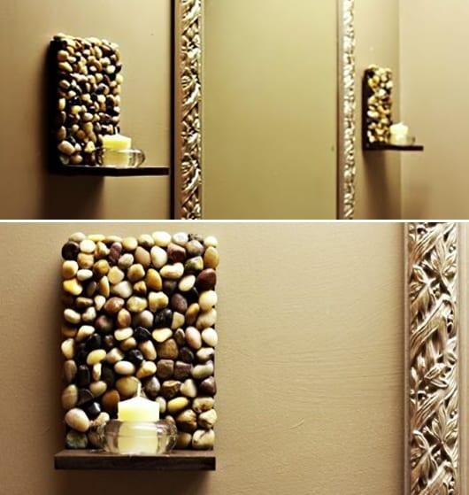 wandgestaötung mit diy kerzenhalter aus kies uns spiegelrahmen gold-wandfarbe beige