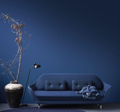 modernes wohnzimmer blau mit blauer wand und möbelstück sofa blau