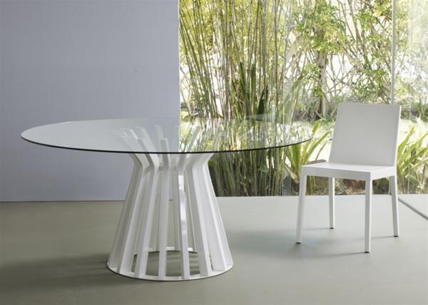 runder tisch mit glasplatte und weißrm grund