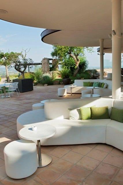 weiße terrassenmöbel gastronomie