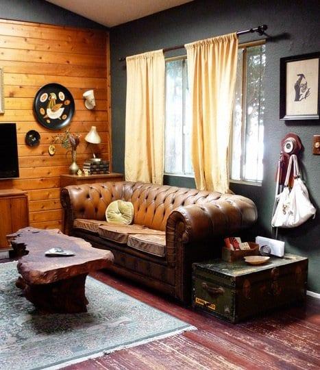 kleines wohnzimmer einrichten mit wandfarbe grau und holzwandverkleidung