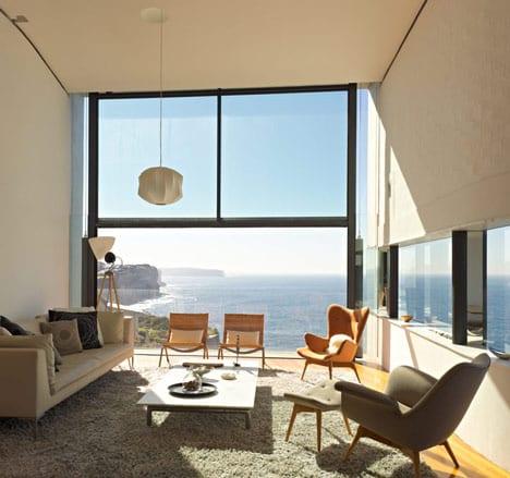 luxus wohnzimmer mit sofa beige und polstersessel grau und gelb-modernes wohnzimmer mit panoramablick