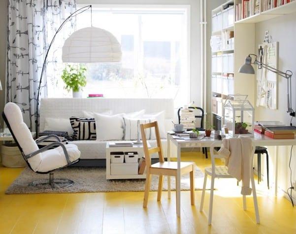 modernes wohnzimmer gestaltung mit sofa und sessel weiß-moderne stehlampe weiß-teppich grau