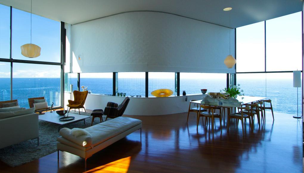 luxus wohnzimmer mit laminatboden- modernes wohn esszimmer ideen mit lederlige weiß