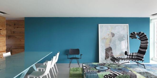 wohnzimmer streichen mit wandfarbe blau freshouse