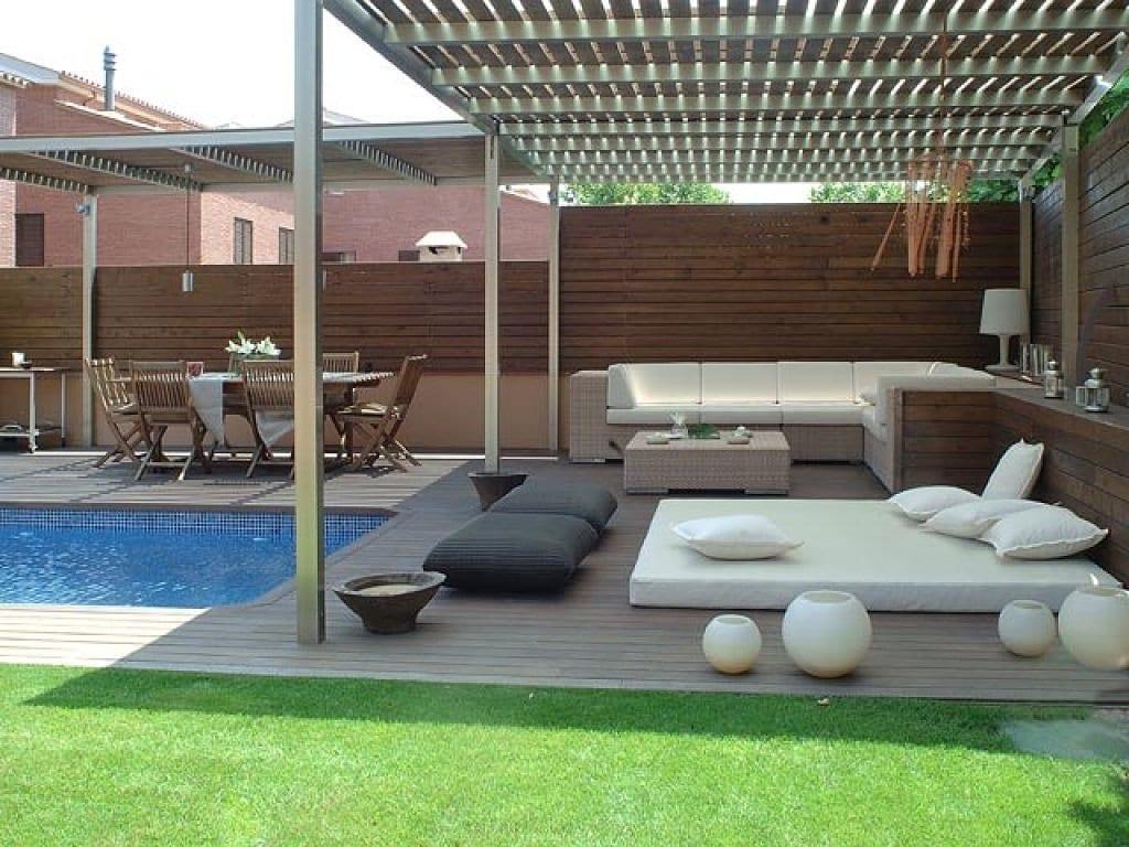 terrassengarten mit terrassendiele wpc und rasen