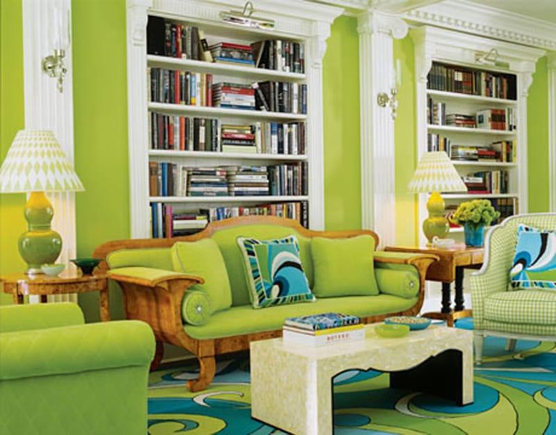 wohnzimmer inspirationen mit wandgestaltung grün und seats and sofas grün-grüne wand mit weißen eingebauten bücherregalen