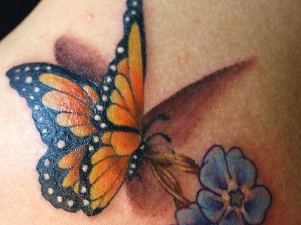tattoo blume in blau mit schmetterling tattoo