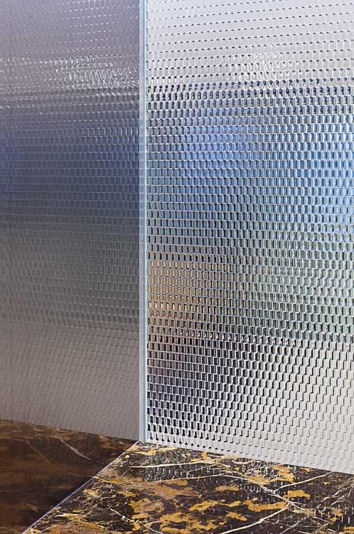 schicke raumgestaltung mit texturpaneelen aus glas