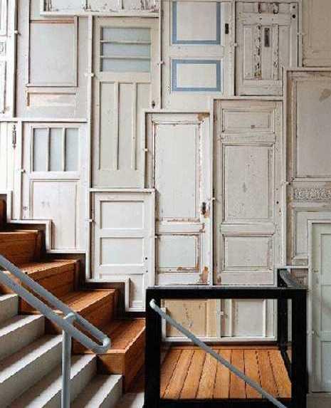 wanddeko selber machen aus alten Holztüren weiß