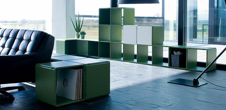 grüne regale für das Büro als Raumteiler und Wandregal