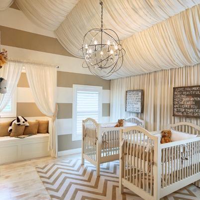 babyzimmer streichen idee in weiß und beige mit holzboden und coole babyzimmer pendellampe
