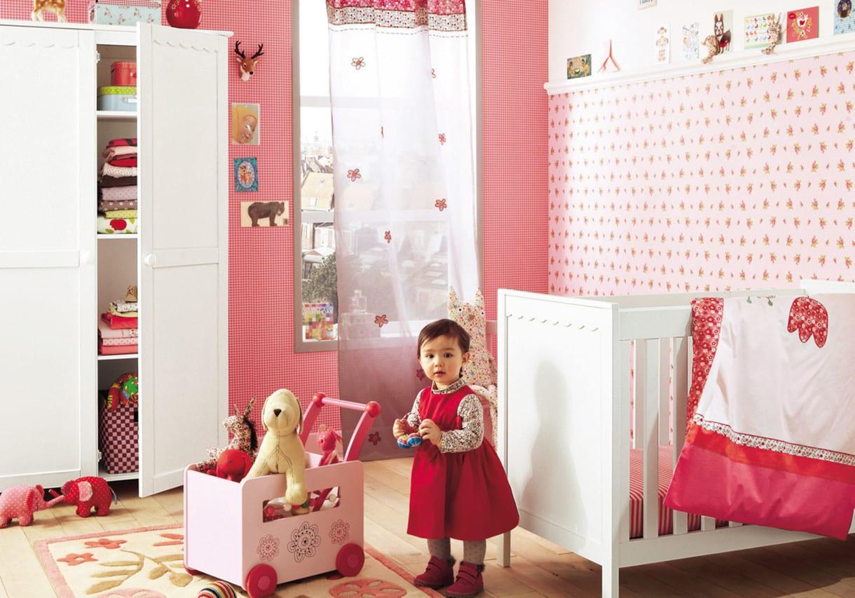 mädchen babyzimmer einrichten mit weißen babyzimmermöbeln