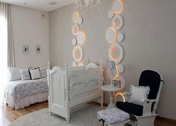 babyzimmer komplett weiß mit Sofa und schaukelstuhl aus holz in weiß