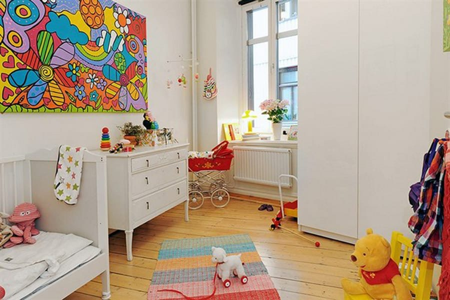 babyzimmer holzboden und weiße babyzimmermöbel