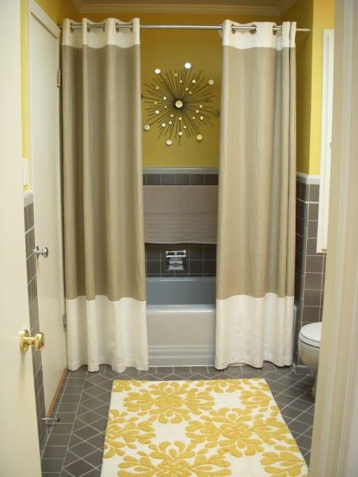 ideen badezimmer in grau und gelb mit wandgestaltung badezimmer
