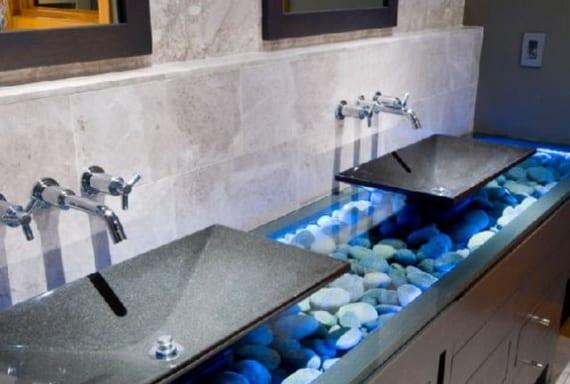 idee badezimmer grau mit modernem badezimmerschrank mit waschbecken aus naturstein