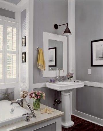 kleines badezimmer streichen idee in hellgrau und weiß