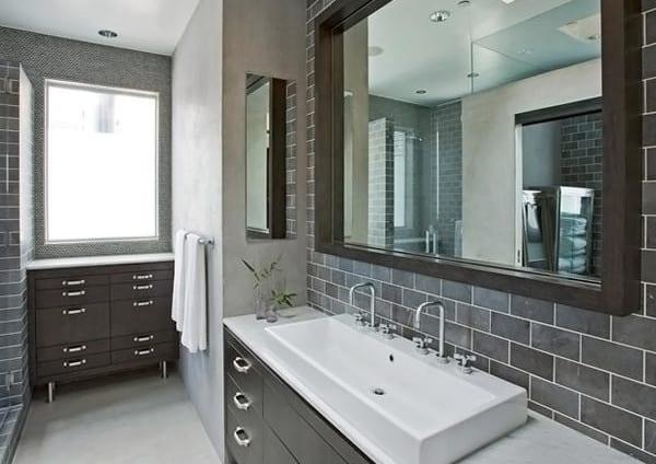 kleine badezimmer ideen mit badezimmermöbel schwarz und waschtisch mit weißem waschbecken