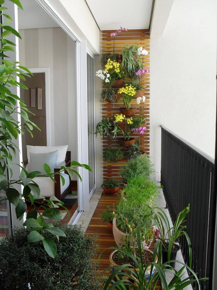 Wundervoll Balkon Gestalten Mit Holzbrettern Und Abgehängten Blumentäpgen