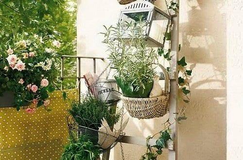 balkon ideen mit diy holzleiter als blumenst nder freshouse. Black Bedroom Furniture Sets. Home Design Ideas