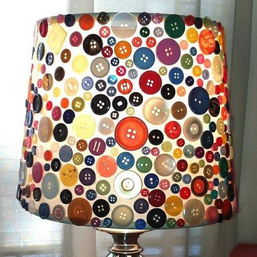 DIY Lampe mit farbigen knöpfen