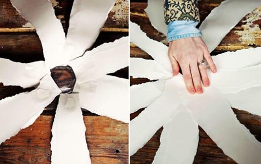 fantastische bastelidee für papuerblume mit plastikbecher als grund für die blumenblätter