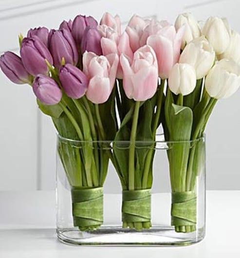 dekoideen tisch mit tulpen