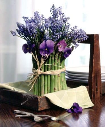 kreative tischdeko idee frühling mit aspergen und Hyazinthe