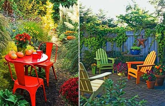 bunte Gartendeko mit roten Gartenmöbeln