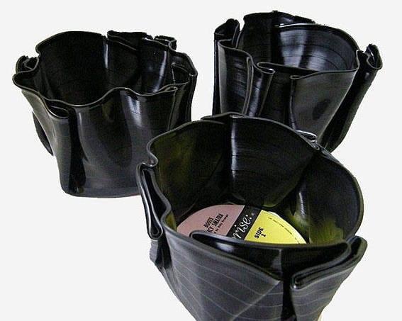 DIY schwarze Vase aus Schallplatten