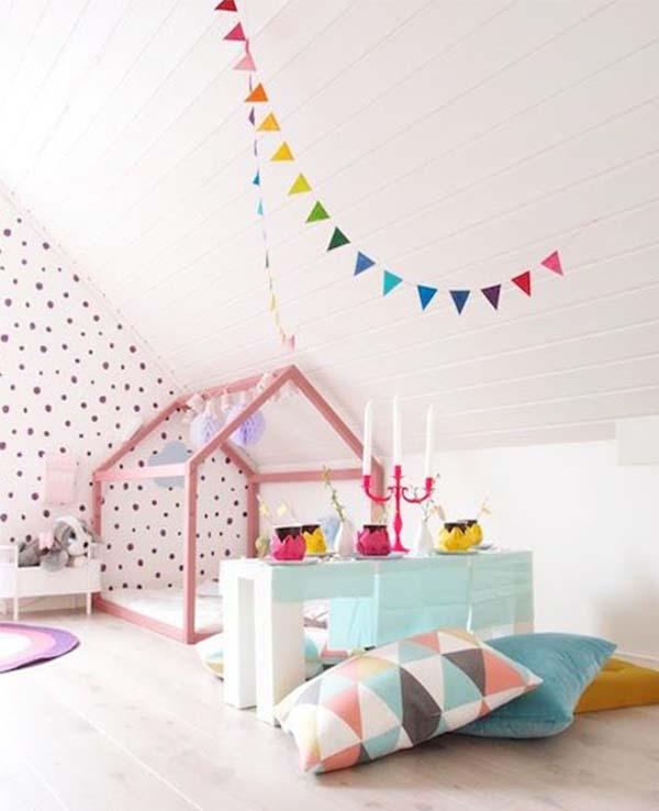 kinderzimmer dachschräge mit collem kinderzimmerbett und frische wandgestaltung kinderzimmer
