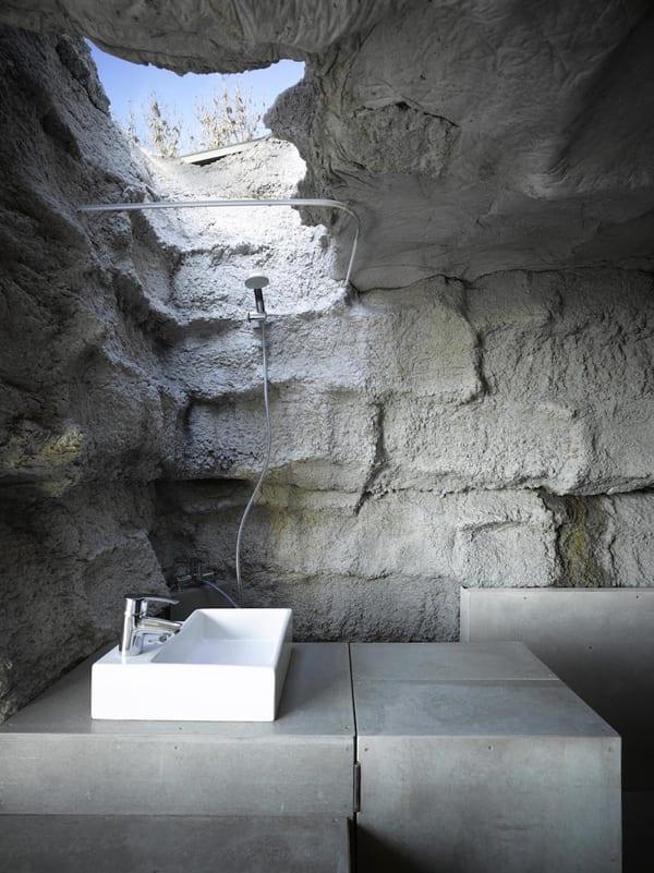 interessante Badezimmer Idee aus Beton und Oberlicht