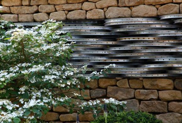 schöne gartenideen für gartenmauer aus Steinen