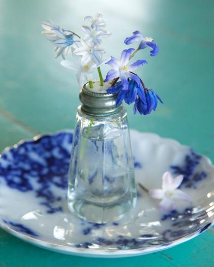 tischdeko frühling in blau als kreative dekoidee