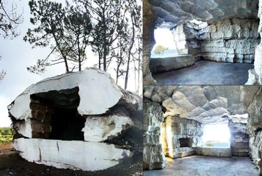kreative idee für modernes schlafzimmer mit dusche in einer höhle