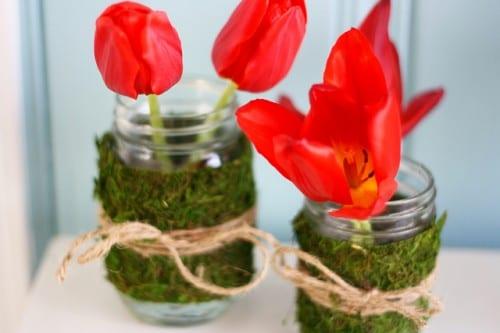 tischdeko mit gläsern und tulpen
